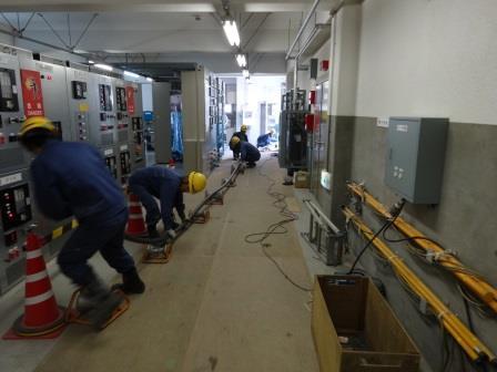 電力ケーブル布設作業